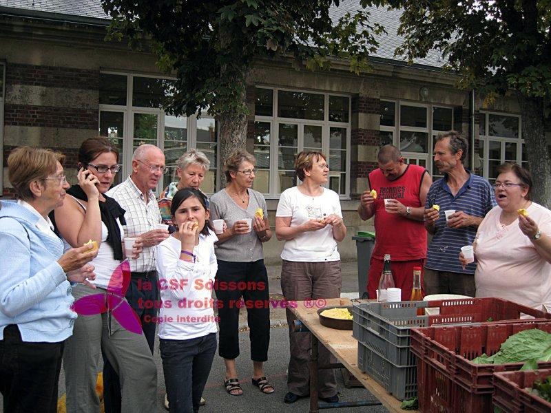 2010-Temps fort, distribution des légumes et dégustation de gâteaux et boissons